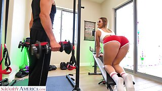 Kenzie Madison doing Romanian deadlifts and getting laud at the gym